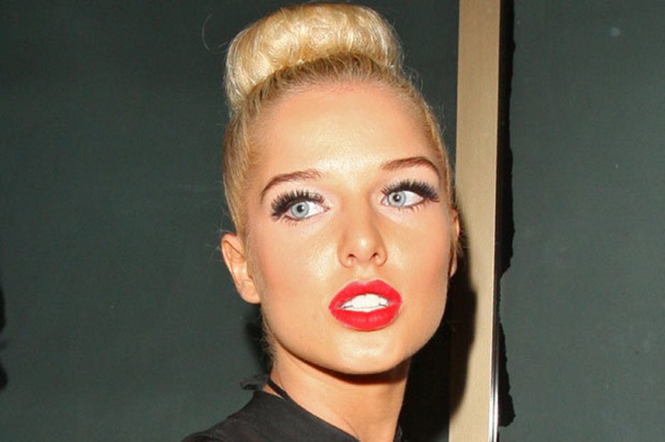 Amy Childs Gives Helen Flanagan Vajazzle Lessons