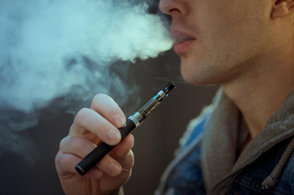 Wallpaper Vape Girl Dangers Of Vaping Just 10 Puffs On An E Cigarette Can