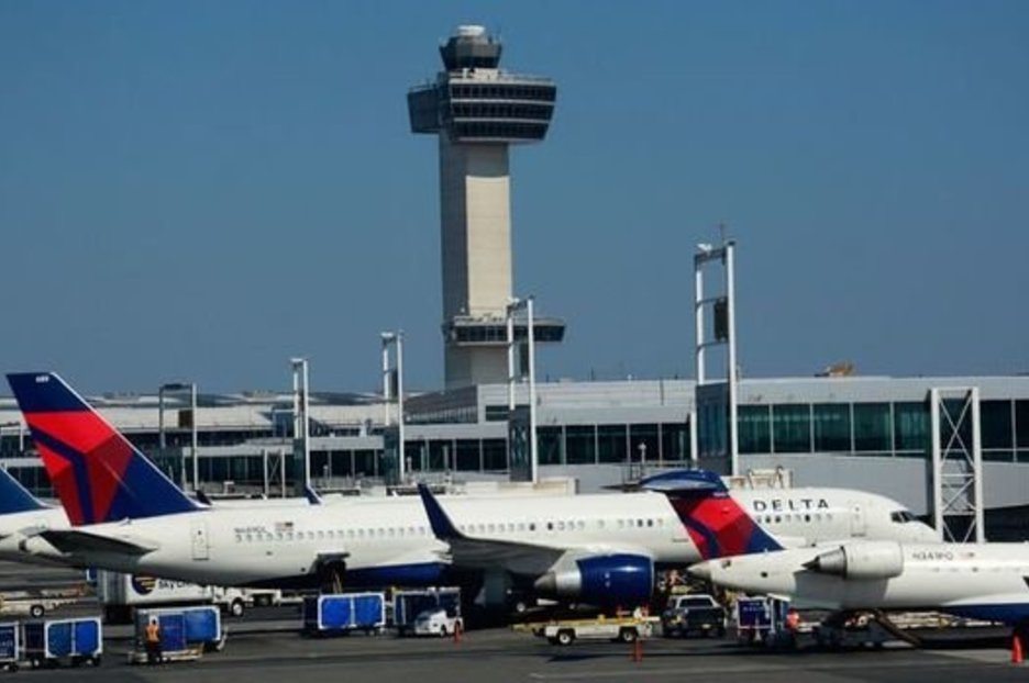 By bridget hallinan southwest is at it again: Delta, United and Southwest Airlines GROUND flights across ...