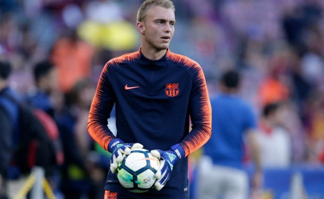 Liverpool Transfer News Barcelona Raid On After Agent