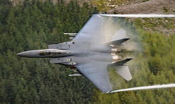 Freelance photographer takes amazing shots of jets in Snowdonia  UK  News  Expresscouk