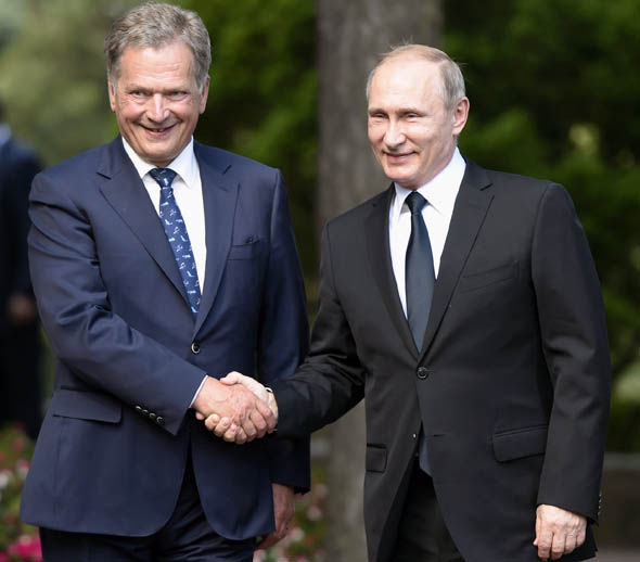 Finland's President Sauli Niinistö welcomes Russia's President Vladimir Putin