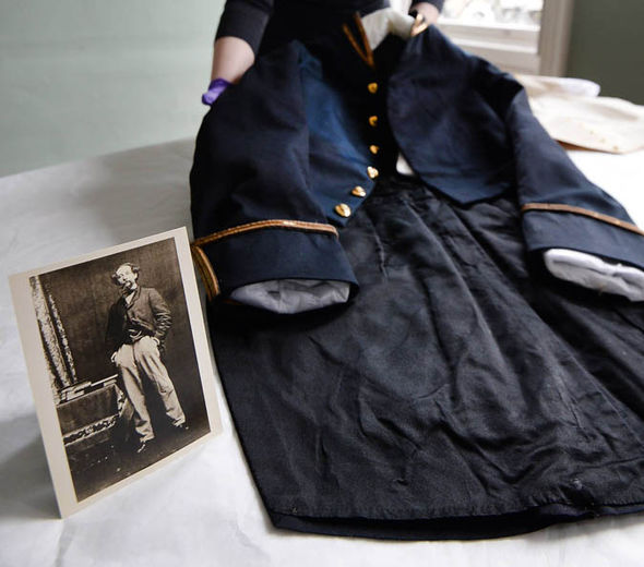 Charles Dickens' clothing