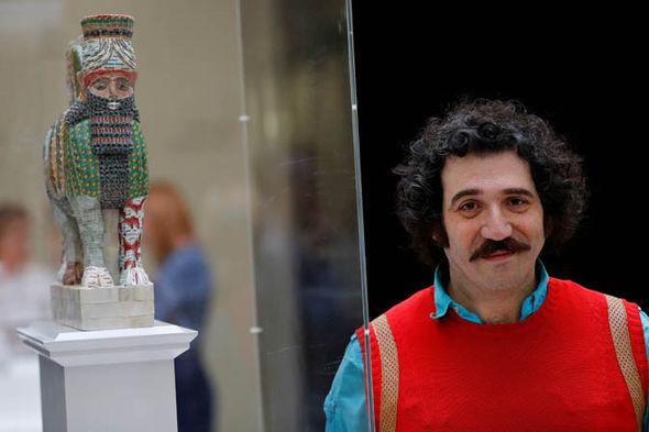 Rakowitz with deity