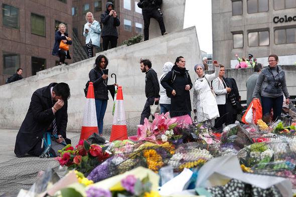 London Bridge memorial flowers