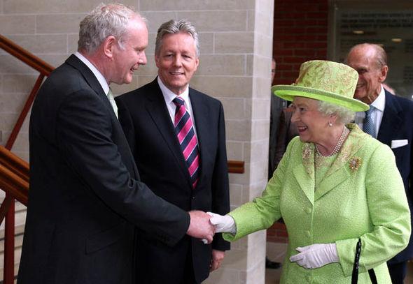 martin mcguinness queen handshake