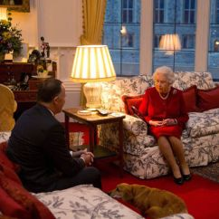 Comfy Sofas Uk Sofa Mart Llc Denver Co Windsor Castle – A Look Inside The Queen's Home | Royal ...
