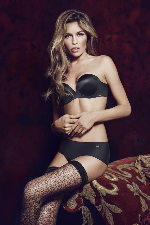 sofa with legs or without latest design covers abbey clancy models ultimo's party solutions underwear ...