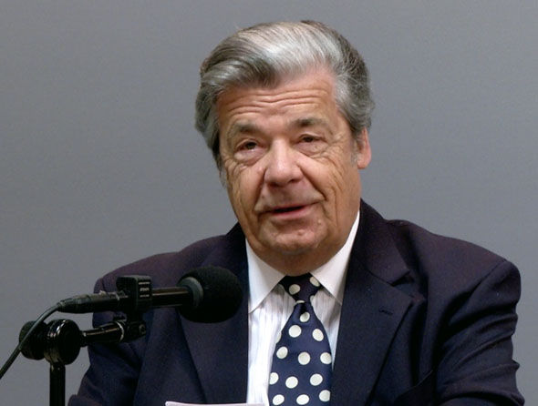 Gerrit Losch del órgano de gobierno de los Testigos de Jehová, con sede en Nueva York