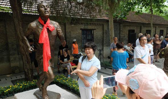 Statue of Scottish Olympic running hero Eric Liddel