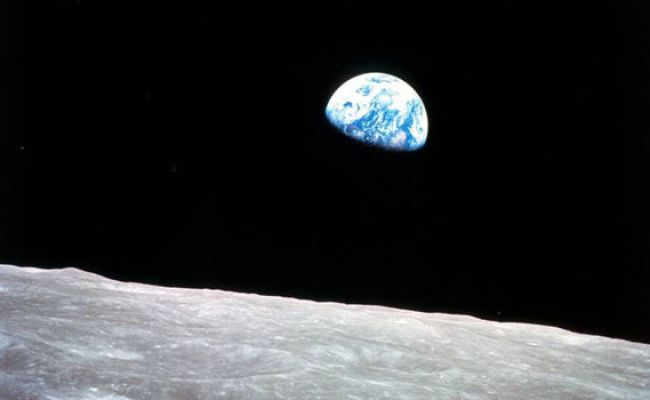 Pictured Stunning Image Of Earth Rising Seen From