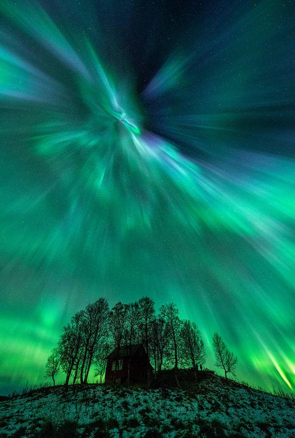 Les éruptions solaires provoquent les belles aurores boréales mais nous sont actuellement protégés par la magnosphere