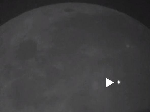 Meteor hits moon