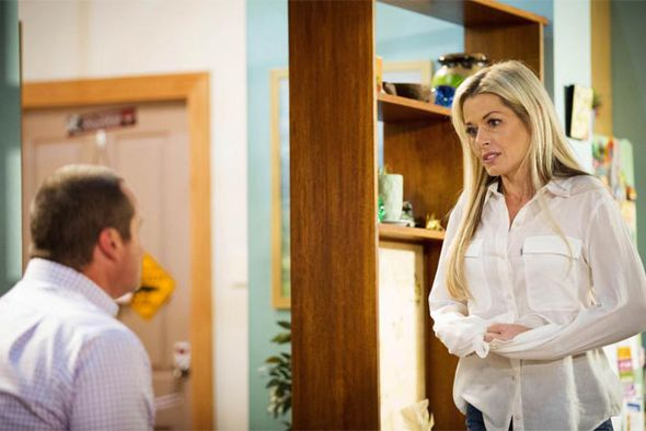 Dee Bliss returns to Neighbours