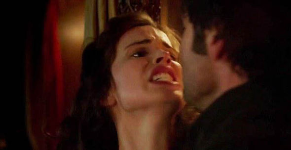Heida Reed has defended Poldark's controversial rape scene