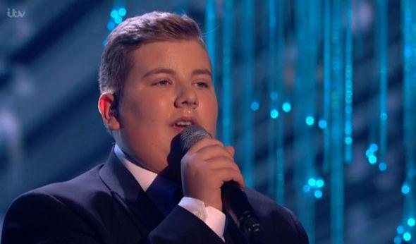 Kyle Tomlinson singing
