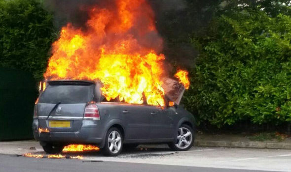 2007 Volkswagen Beetle Fuse Box Vauxhall To Recall 220 000 Zafiras After Cars Burst Into