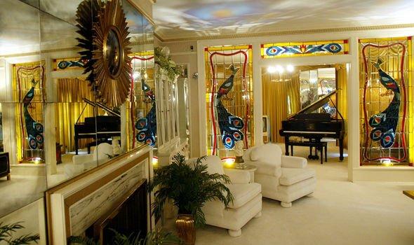 Death of Elvis: his living room in Graceland