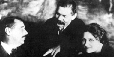 HG Wells with Russian writer Maxim Gorky and mistress Moura Benckendorf