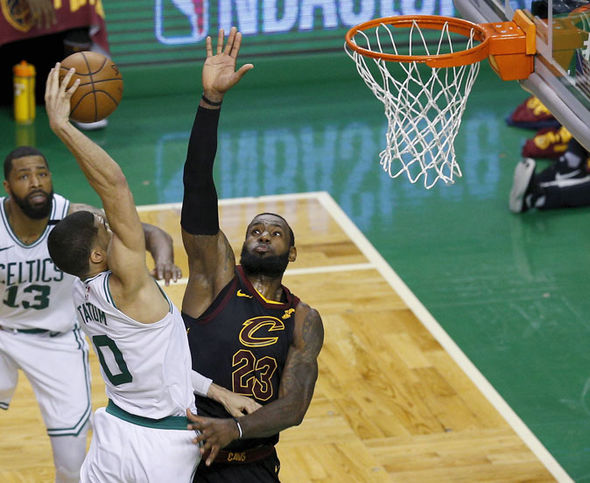 https www express co uk sport othersport 965934 nba playoffs lebron james cleveland cavaliers jayson tatum boston celtics dunk video