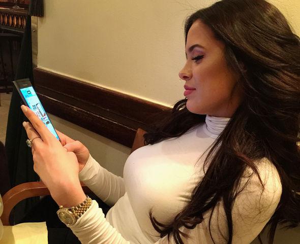 Supermodel Mara Teigen using a BlackBerry Priv