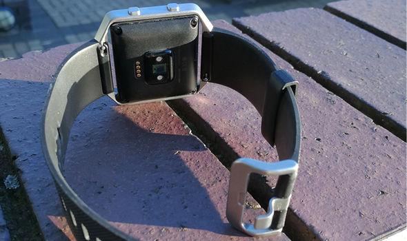 fitbit blaze heartbeat detector strap