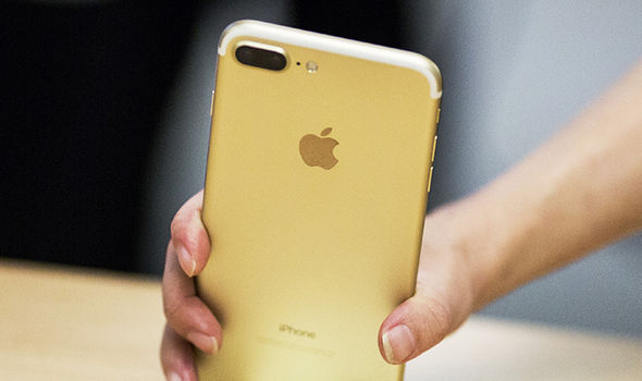 apple iphone 8 gold. iphone 7 plus is the first apple smartphone to ship with dual cameras \u2013 something that iphone 8 gold t