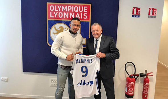 Memphis Depay will wear No9 for Lyon