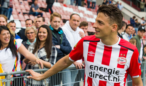 Tottenham Transfer News: Spurs and Liverpool are interested in signing PSV right-back Santiago Arias