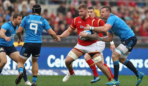 Wales beat Italy 33-7 in Rome