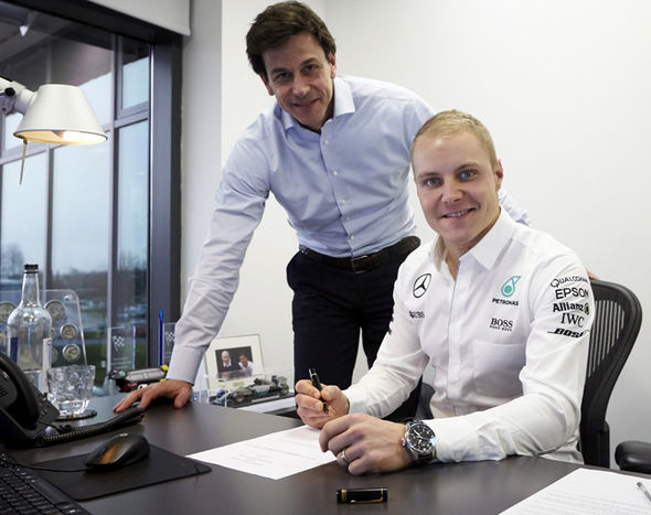 Valtteri Bottas signs his Mercedes contract