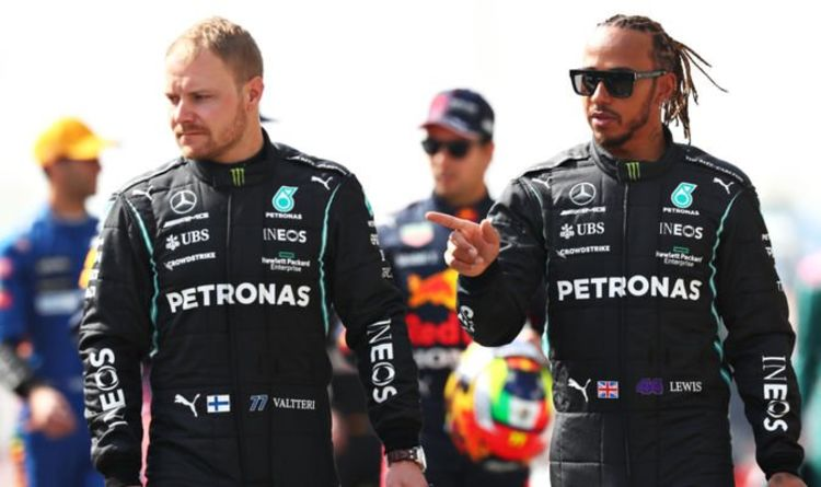 Lewis Hamilton reacts to Valtteri Bottas problems during first day of F1 testing