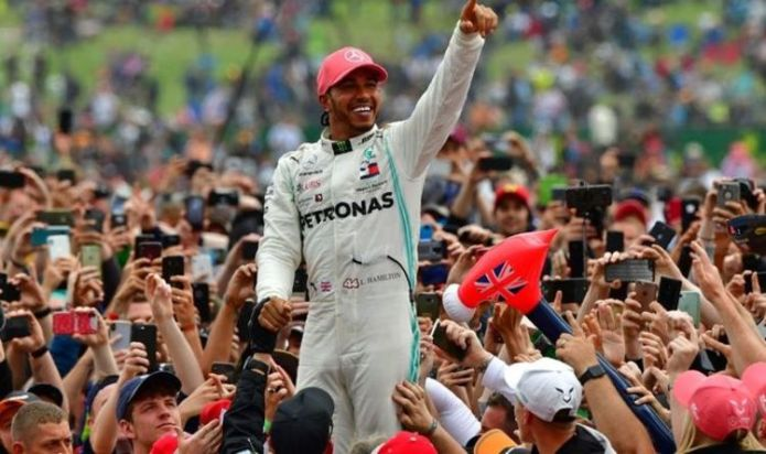 Lewis Hamilton fans offered more British GP hope after 'positive' government talks