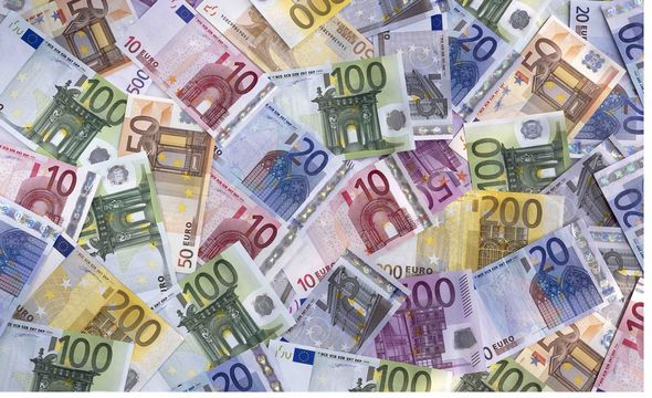 The Euro is failing as country's like Italy and Greece teeter on the verge of financial collapse
