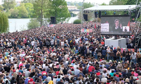 Thousands turned out at a Mélenchon rally