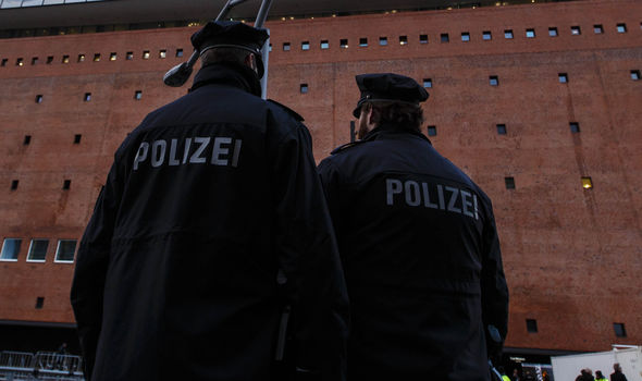 The Police in Hamburg are looking for a man who held a woman at knifepoint