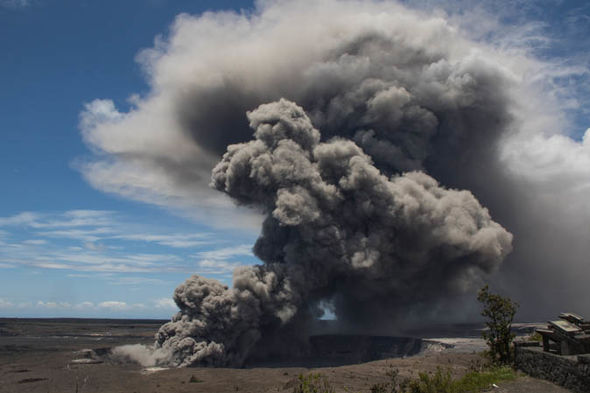 Hawaii volcano eruption red alert Kilauea