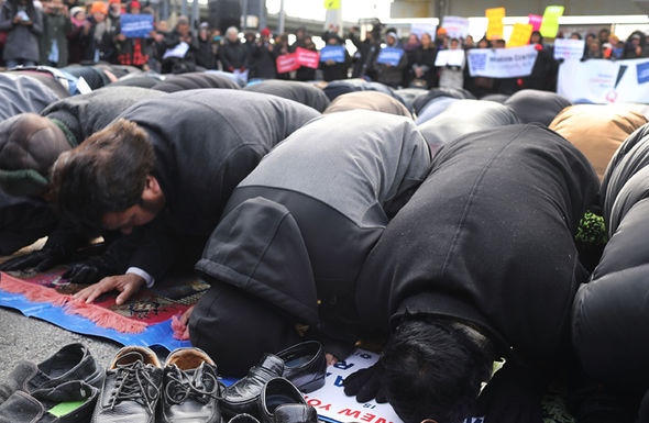 Muslims praying in New York