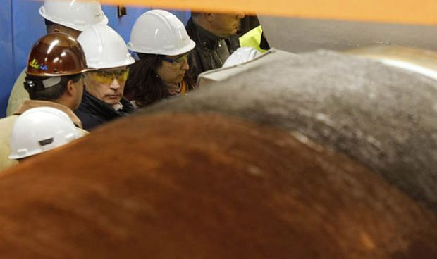 Putin looks at pipes for Nord Stream 1