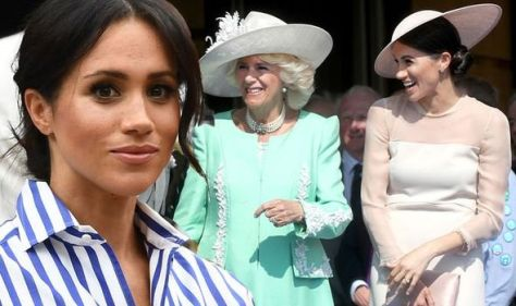 'Cant walk like Joan Collins' Meghan's posture makes clothes 'fit wrong' says Lady Colin