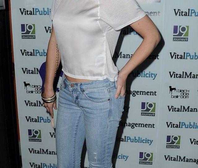 Paula Lane Coronation Street Actress Pregnant Twitter Childhood Sweetheart Tom