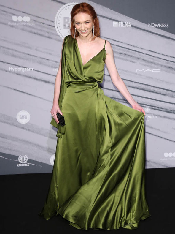 Poldarks Eleanor Tomlinson Turns Heads As She Flashes