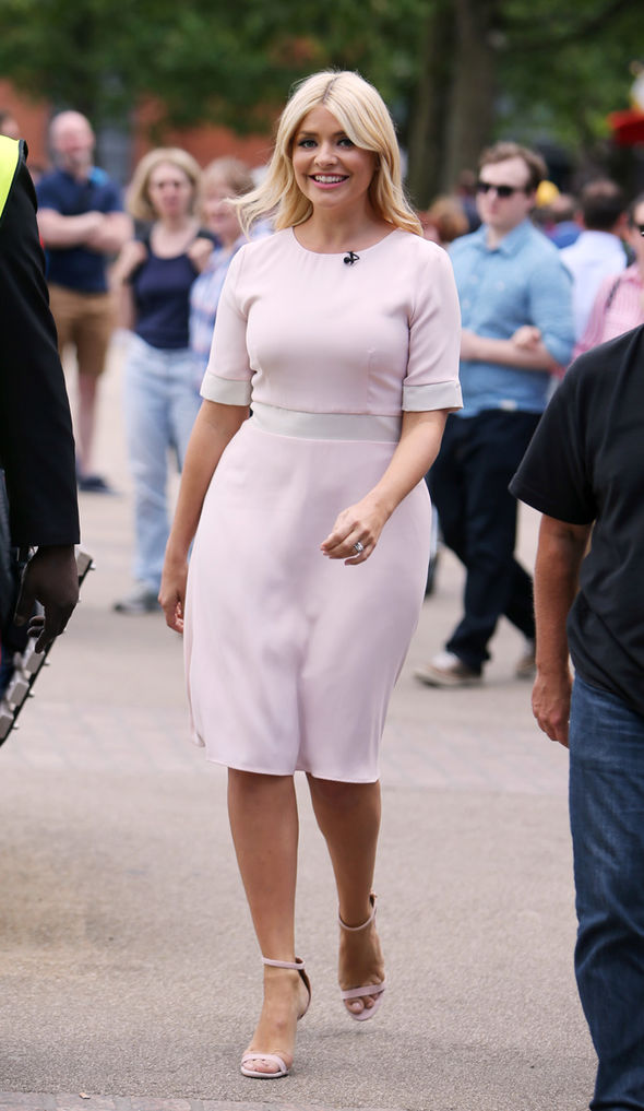 Holly Willoughby flaunts incredible curves in figure