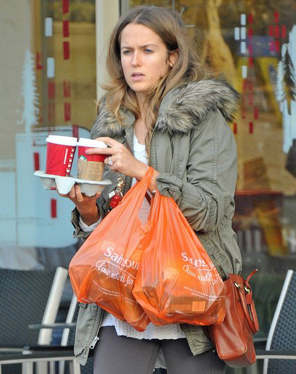Kim Sears Shows Off Her HUGE 200000 Engagement Ring From Andy Murray Celebrity News