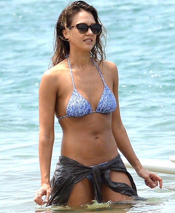 Jessica Alba showcases her incredible figure in patterned