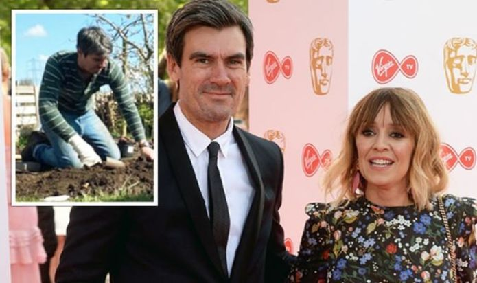 Jeff Hordley: Emmerdale star sparks concern with bandaged hand as wife Zoe gives update