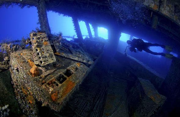 Car Wrecks Wallpaper Beautiful Pictures Of Underwater Wrecks Taken By Tobias