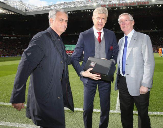 Arsene Wenger: Mourinho and Ferguson present gift in awkward snaps ...