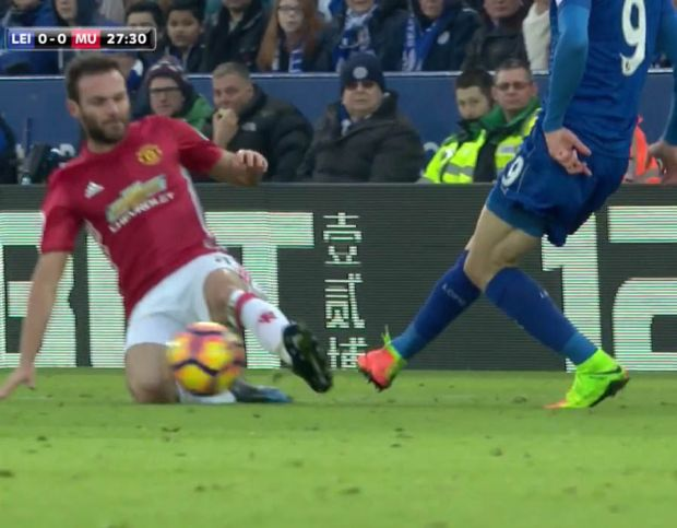 Juan Mata Jamie Vardy challenge Manchester United Leicester