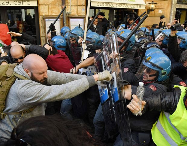 Street vendors and taxi drivers clash with police during a demonstration in front of the Democratic Party (PD) headquarters to protest against the EU directive Bolkestein